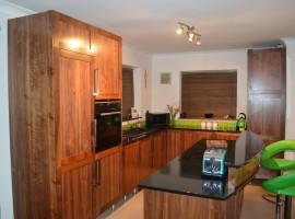 bespoke-walnut-kitchen